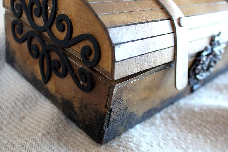 Pirate chest detail1